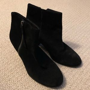 Bass-black suede ankle booties-size 9